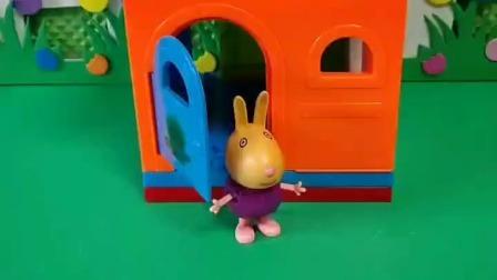 小鬼现在去哪都带着锅,正好看见了小兔子,就想把它带走