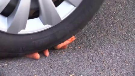 牛人把番茄酱放到车轮下,油门一轰,强迫症表示很过瘾!