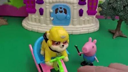 乔治把自己的木马玩具给朋友玩,欺负朋友们,乔治做的对吗?