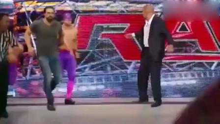 WWE布洛克不服从比赛安排,强行冲上台与送葬者对决