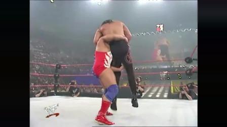 WWE黑人小伙下手真是太狠了,看的冷汗直冒