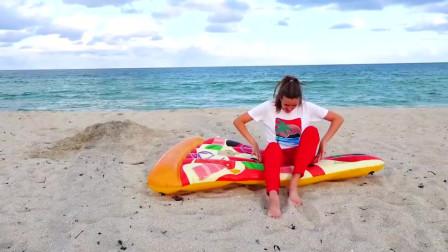 萌娃小可爱们在沙滩玩游戏,玩的可开心了!萌娃:宝宝们在沙子里找到了好多的玩具!