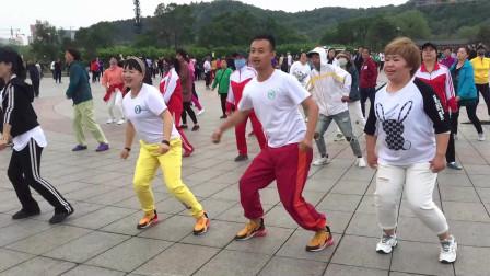 广场舞东北汉子歌好听舞动感娱乐又锻炼简单好学又好看