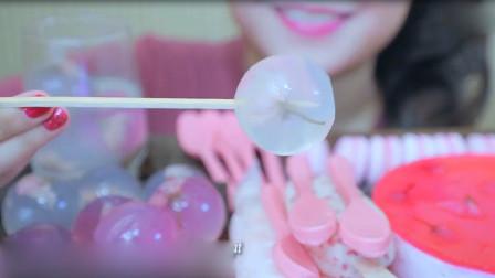 玲姐吃樱花果冻,马卡龙,巧克力和雪糕,颜色粉粉的看着好馋人