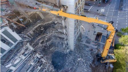 世界最牛拆迁,80米高的烟囱被一小伙拆除,网友:胆大运气好