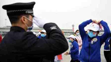 江西277名抗疫战士返程!警察丈夫敬礼迎援鄂妻子回家