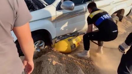 到阿拉善玩沙子,要有自救神器才行,钱都给救援挣去了!
