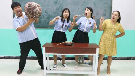 学霸王小九校园剧:学生挑战吃火锅牛肉丸,谁吃的少谁有奖励,没想奖励是特大牛肉丸