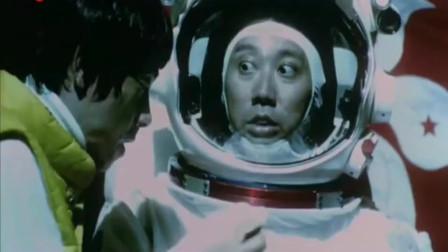 登上月球插上区旗, 才发现有人在月球上, 把宇航员吓个半死
