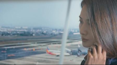 中国机长:飞机遇气流挡风玻璃破裂,机长果断冲雷云,救了一飞机人