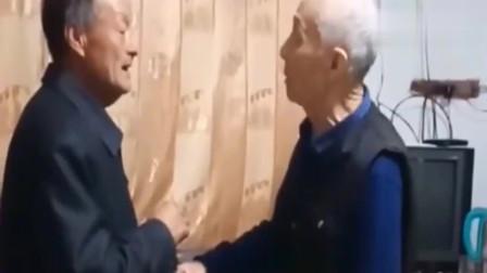 """75岁儿子不让105岁老父亲喝酒,结果遭巴掌""""伺候"""""""