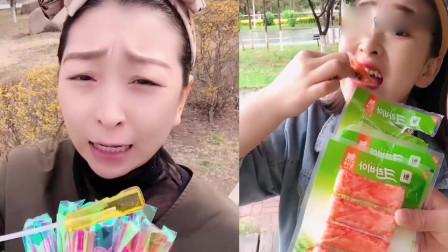 萌姐吃播:彩色棒棒糖、小肉卷,小时候的最爱