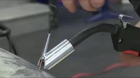 牛人发明:这个焊接枪厉害了,修车钣金师傅的好帮手,国外的太高科技