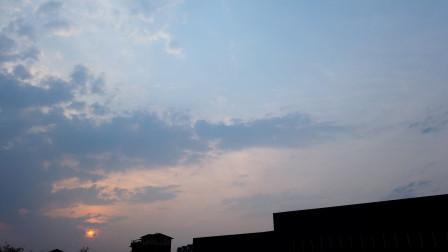 夕阳落日,有人看到的是唯美的一面,而我看到的是接近黑暗的曙光