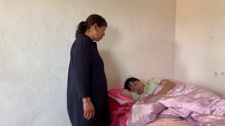 农村儿媳懒床不起,婆婆上楼看到后,立马改变了做法