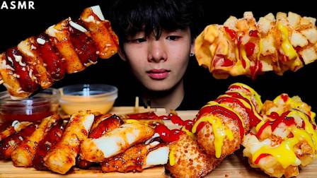 """韩国ASMR吃播:""""马苏里拉玉米热狗+香肠+年糕+烤串"""",听这咀嚼音,吃货小哥吃得真香"""