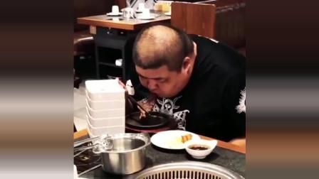 这顿自助餐吃得太狠了,龙涛一出手果然不凡,吃肉都是按车来!