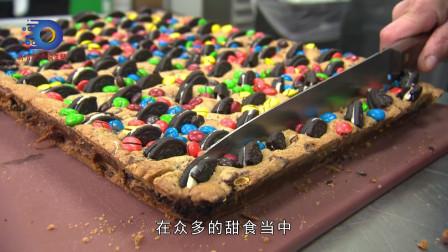 榴莲千层蛋糕和芒果千层蛋糕是最常见的两种。毕竟芒果和奶油以及面皮搭配起来的味道简直绝佳到极致。