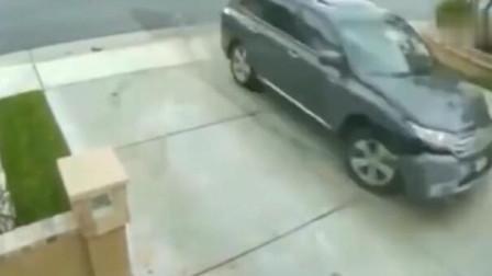 妈妈刚刚下车,六岁女娃就驾车闯下大祸,回看监控太可怕了