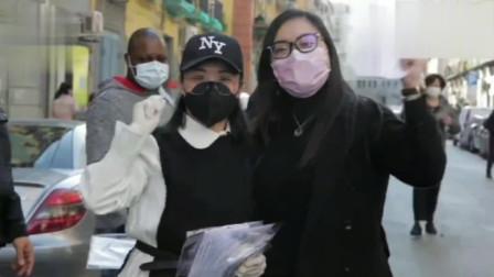 华人团体赠送意大利居民口罩,很多当地居民大喊 中国中国
