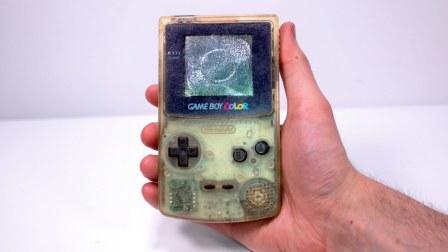 牛人捡到一台废弃游戏机,一顿翻新后,成品惊艳到我了!