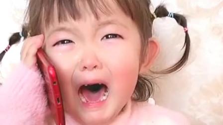 小宝宝哭着跟自己的哥哥告状你妈妈欺负我就喜欢你呆萌的样子
