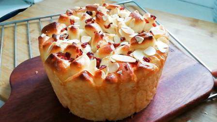 馋面包了吧?炼乳手撕面包,奶香味浓郁,满嘴的奶香味,太满足了