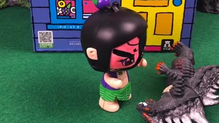 怪兽想去葫芦娃家里把葫芦娃爷爷抓走,小七娃化妆成海盗的样子把怪兽吓跑了,小七娃真棒!