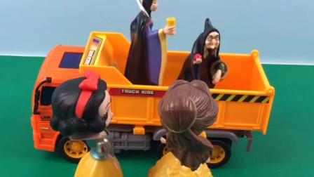 王后要带贝儿出去玩,白雪所有的活都干完了也不能去,真是过分!