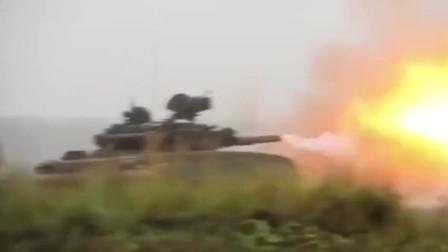 实拍俄制T90坦克员填弹开炮一气呵成,自动上弹是真省事!