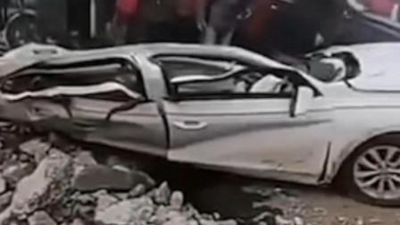 惨烈!河南安阳车祸致1死5伤,大众轿车被压成铁饼
