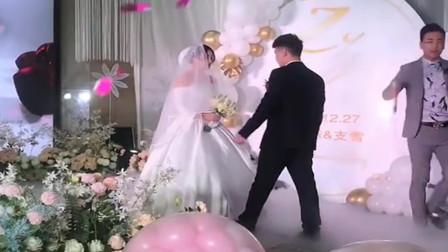 29岁的表姐终于结婚了,千挑万选终于找了个富二代,希望她能幸福!