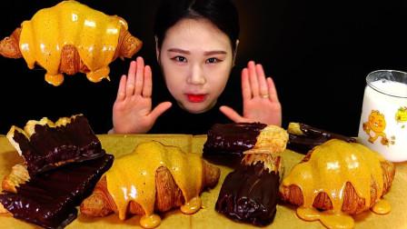 """韩国ASMR吃播:""""牛角包+烤面包+巧克力酱+蛋黄酱"""",听这咀嚼音,吃货卡妹吃得真香"""