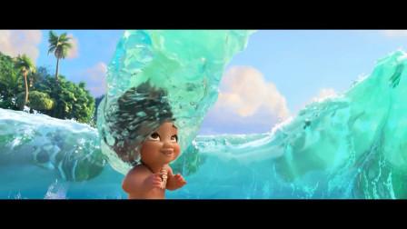 女孩走到海边浪花都陪着玩耍,这就是海的女儿