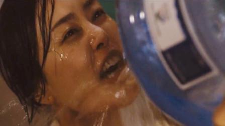 一部灾难电影,人类莫名染上怪病,看见水竟一直疯狂喝个不停!