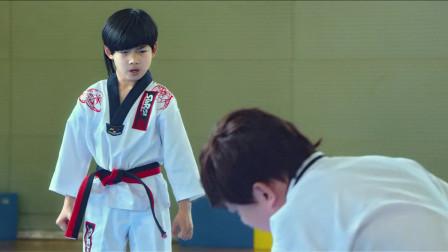 龙拳小子:小屁孩实力一挑四,黑带老师都趴下求饶,精彩!