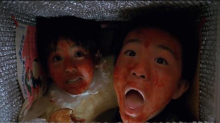 小孩子躲在冰箱里吃东西,女子打开冰箱,直接被吓晕了