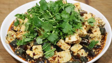 凉拌皮蛋豆腐,很多人都不会调料汁,教你秘制做法,味道不输饭店