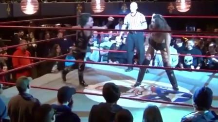 女摔跤手满擂台跑,给大家表演一段老鹰抓小鸡