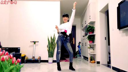 网红广场舞《我的姑娘DJ》赶流行 时尚又动感