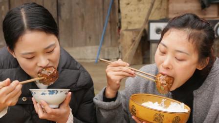 秋妹今天做红烧狮子头,拳头大小一次吃13个,外酥里嫩吃得好过瘾