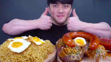 深渊巨口韩国小哥哥吃下5包面条,鸡蛋香肠牛排,看着我都饱了