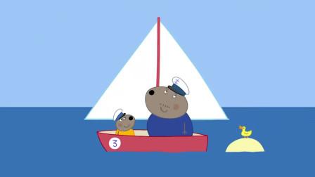 小猪佩奇:大家在船上野餐,佩奇拿面包给鸭太太,真高兴!
