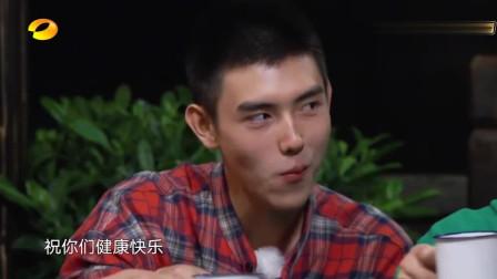 向往的生活:张子枫端着碗去盛菜,黄磊:来,爸给你弄!