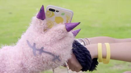 舞法天女:捣蛋玩偶不会使用手机,亚曼还在那边教它