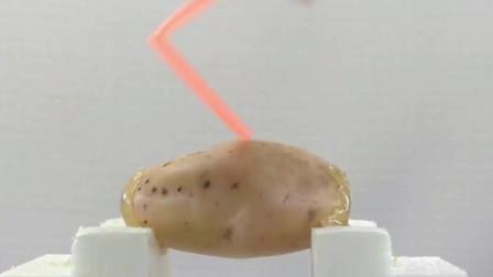 四川小哥实验如何用一根吸管刺穿一个土豆