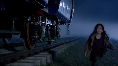 小萝莉乘火车逆行跨国邂逅开挂民族大叔一条回家之路艰难开启