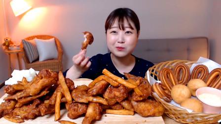 韩国美女吃播,炸鸡翅配薯条,外加糯米团子面包圈,吃美了!