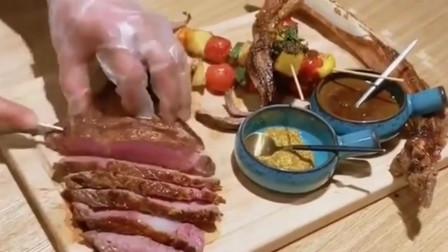 纽约餐馆老板花2万元买的战斧牛排,铁板煎制,光听名字就霸气!