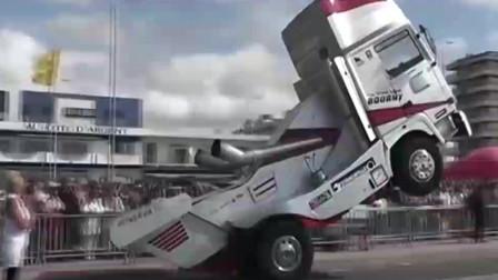 美国的大货车比赛,这技术没10年驾龄还真不敢上去,收下我的膝盖